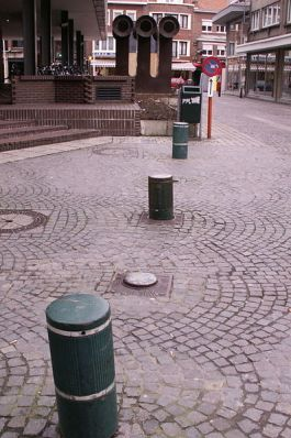 Retractable bollards. Courtesy of Wiki Commons.