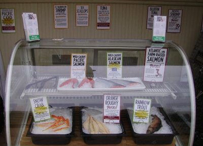 Sustainable seafood stand and a Seafood Watch card are interpretive elements that assist visitors in deciding what's for dinner, the sustainable way.