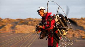 George Steinmetz in his paraglider, courtesy Mens Journal