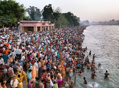 Kumbh Mela 1. Haridwar, India, 2011 © Edward Burtynsky, courtesy Nicholas Metivier Gallery Toronto Howard Greenberg Gallery and Bryce Wolkowitz Gallery New York