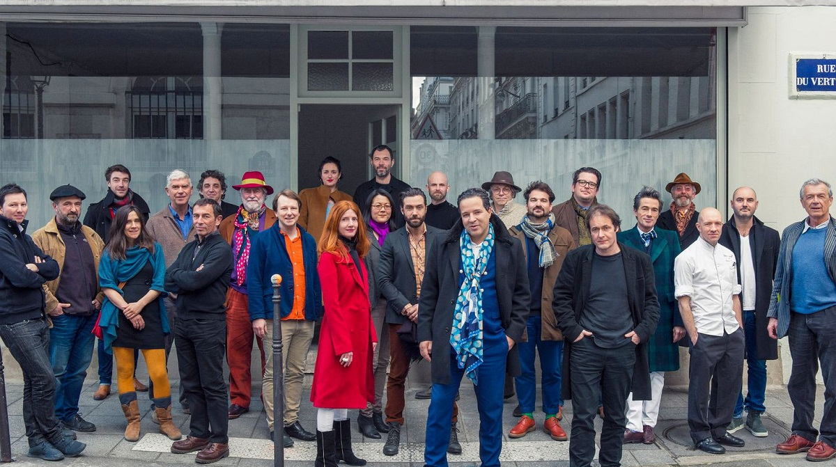 Restaurateurs, traiteurs, designers and foodies stand with Cedric Naudon in the Marais site. This deal has collapsed!
