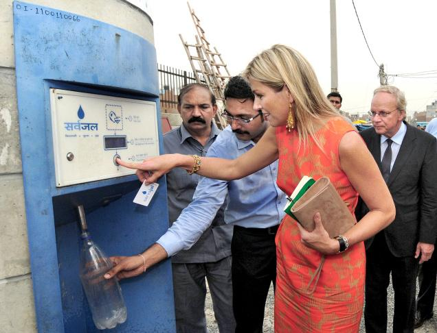 Queen Maxima of the Netherlands -- a special UN envoy -- visits the water ATM in Delhi.