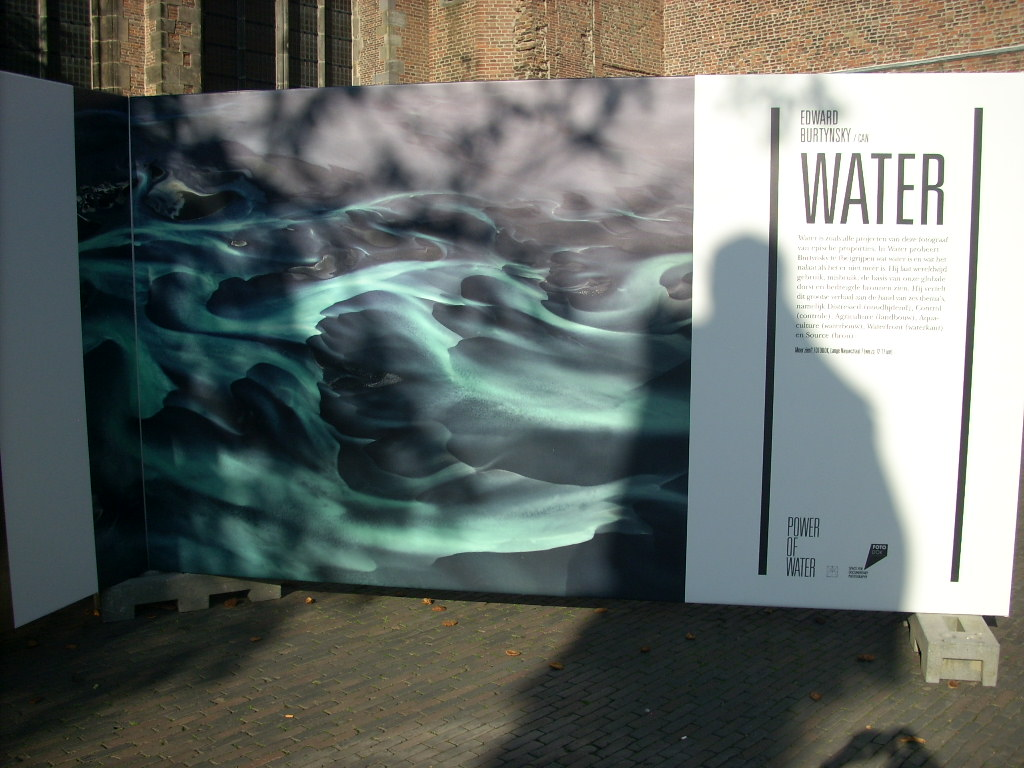 Water Edward Burtynsky: Panel exhibition in Utrecht, The Netherlands (Oct 2014) Photo by Faul-Zeitler (CC 3.0)