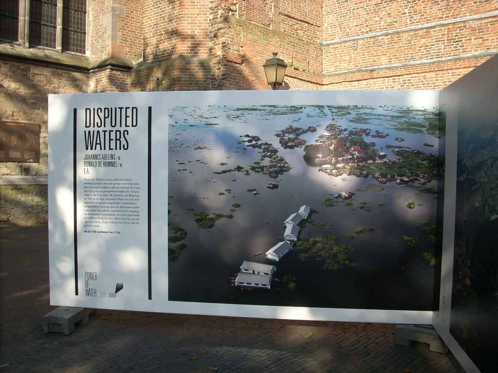 Water by Edward Burtynsky - Panels on view in Utrecht, The Netherlands (photo by Faul-Zeitler, CC 3.0)