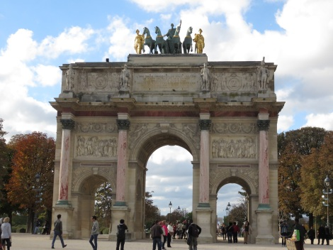 Walking in the Tuileries toward the Arc de Triomphe du Carrousel (Oct 2014 Bobbie Faul-Zeitler CC 3-0