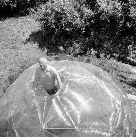 Buckminster Fuller inside his geodesic dome, photo by Hazel Larsen Archer, 1949. (Courtesy ICA Boston)