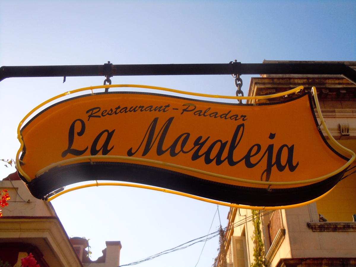 Sign for a paladar – a privately owned restaurant often in a home or apartment (Courtesy of Meg Maguire)