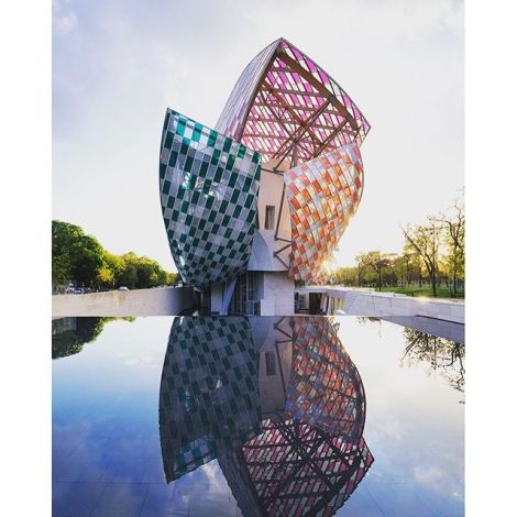 Daniel Buren installation at the Fondation Louis Vuitton. Courtesy officiel art.