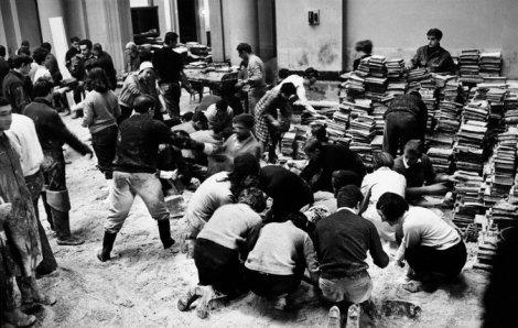 Students and volunteers saving books after the flood. Photo by Giorgio Lotti/Mondadori Portfolio