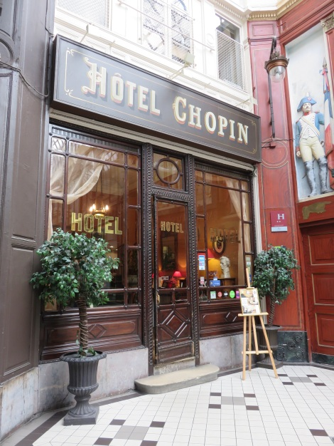 The quaint Hotel Chopin in the famed Passage Jouffroy. It is said that the famed Argentine writer Jorge Luis Borges was conceived here while his parents were stayin in the hotel (c 1898). (Roberta Faul-Zeitler CC 3.0)