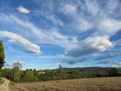Dreamy skies in the Luberon (France) near Roussillon. Beware the mistral, an orvery wind, that can crop up at any moment. (Roberta Faul-Zeitler, CC 3.0)