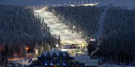 The mountain at Levi lighted for night-time ski runs. Photo by Aik Meeuse, Creative Commons 3.0