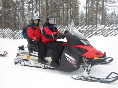 At the reindeer farm, transport with snowmobiles! Photo by Aik Meeuse, Creative Commons 3.0