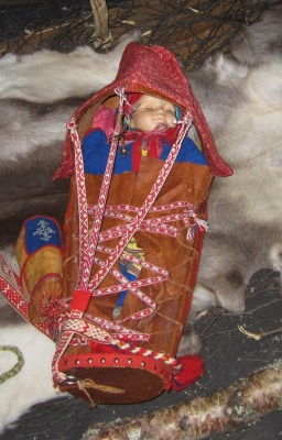 Traditional way to wrap and protect a Sami baby. Photo by Aik Meeuse, Creative Commons 3.0
