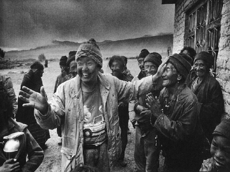 Dr Ruit with overjoyed man who can see again. Courtesy Himalayan Cataract Project.