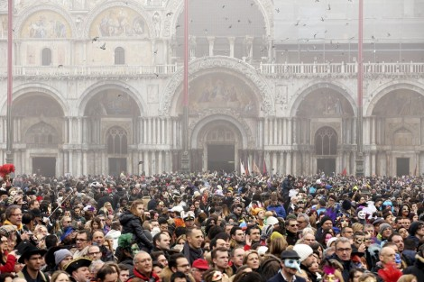 People gather before the traditional Columbine descends from Saint Mark's tower bell on an iron cable during the Venice Carnival, January 31, 2016. REUTERS/Alessandro Bianchi