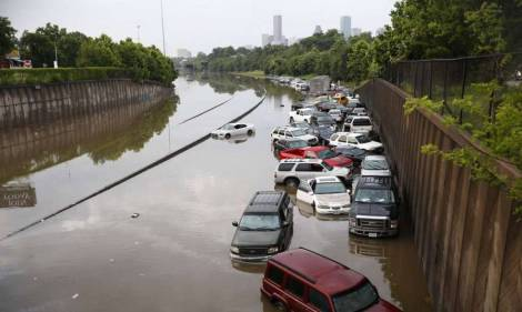 Motorists stranded along I-45 along N. Main in Houston (Aug 26). Cody Duty/ Houston Chronicle via AP.