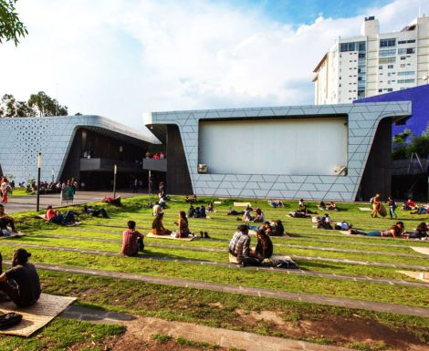 Cineteca's monster outdoor screen was designed purposely to provide leisurely ways to view cinema.