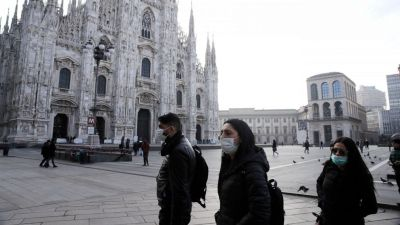 Venice is buttoned up, with another kind of mask. Courtesy AP Luca Bruno, all rights reserved